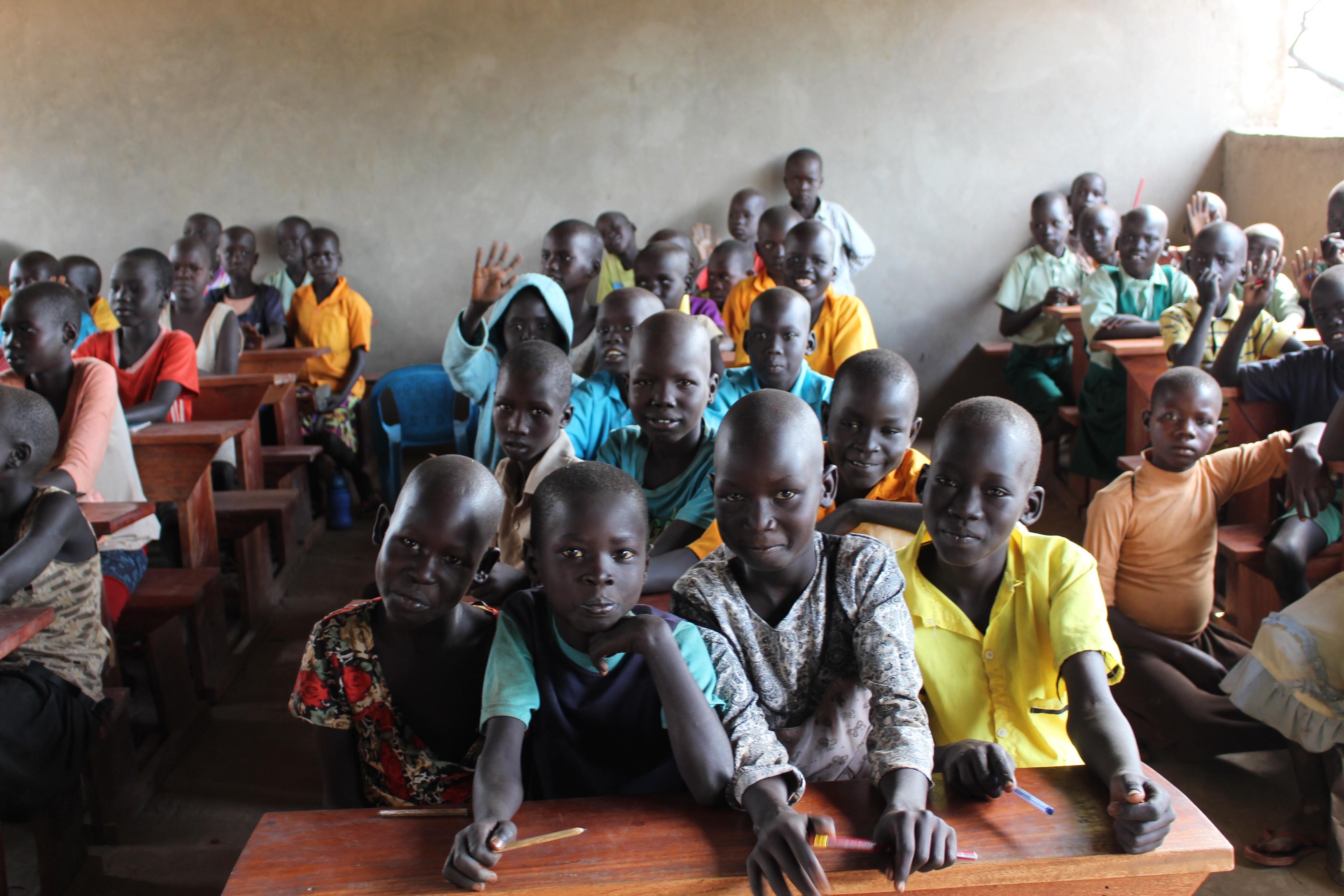 EDUCAZIONE PER I BAMBINI DEL SUD SUDAN RIFUGIATI NEL CAMPO PROFUGHI DI RHINO