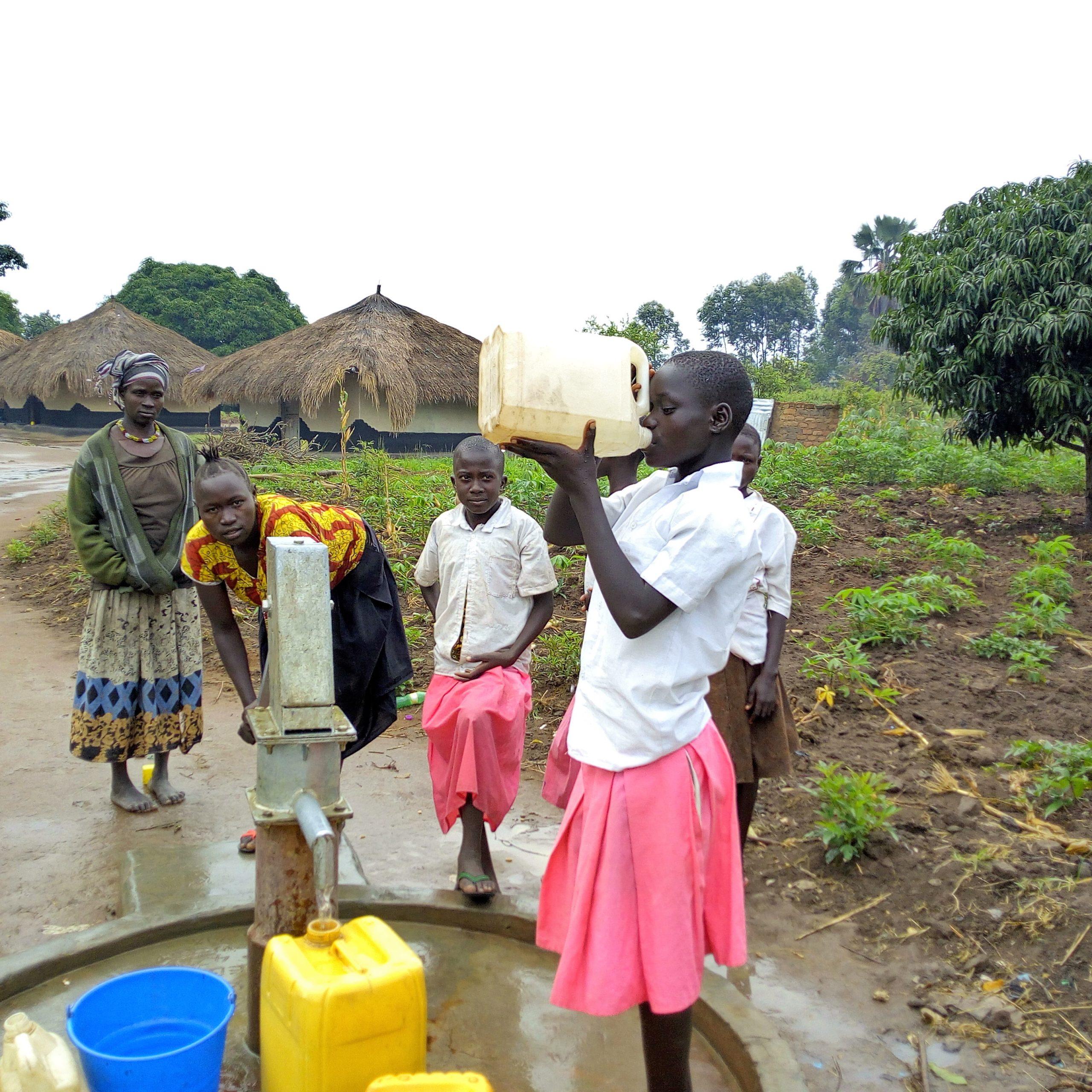 WATER IS LIFE: RIABILITAZIONE DI 20 POZZI NEL DISTRETTO DI ARUA IN UGANDA